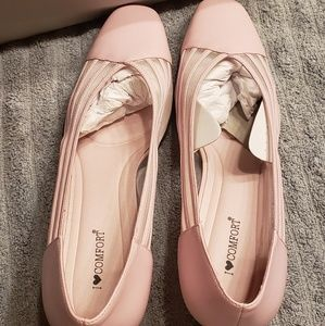 "NWT, ""I Love Comfort"", heels"